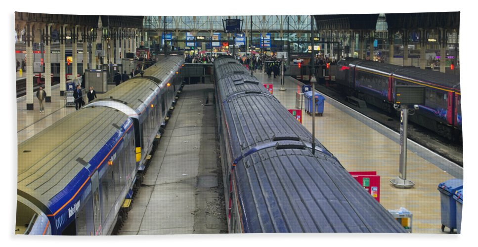 Britain Hand Towel featuring the photograph Paddington Station by Christi Kraft