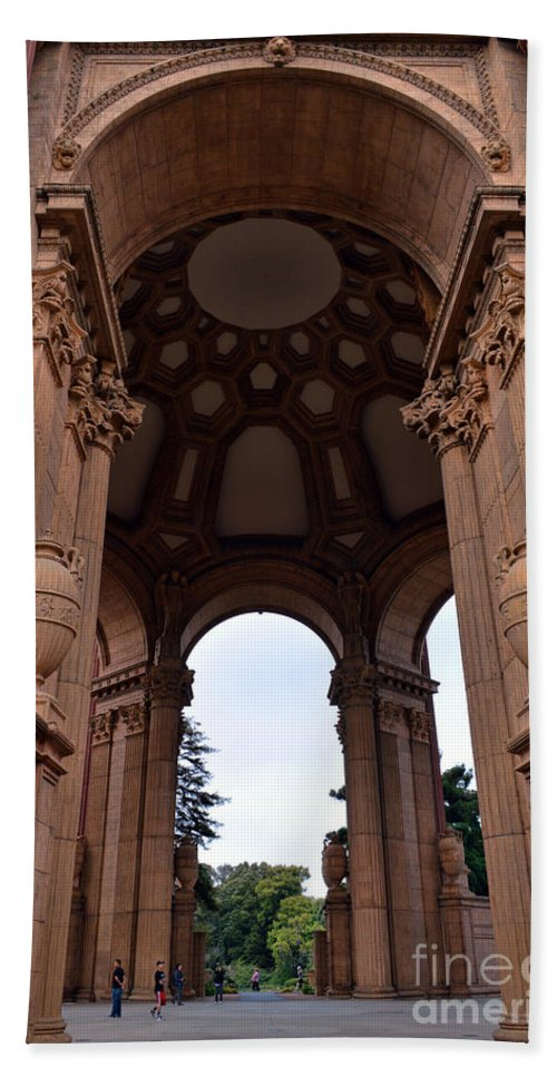 Palace Of Fine Arts Hand Towel featuring the photograph Palace Of Fine Arts -2 by Tommy Anderson
