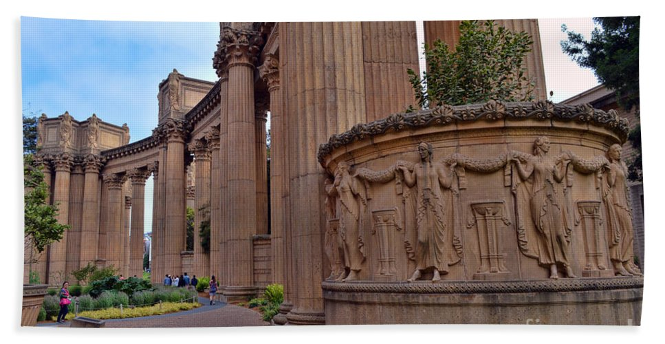 Palace Of Fine Arts Hand Towel featuring the photograph Palace Of Fine Arts -3 by Tommy Anderson
