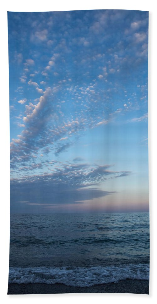 Pale Blues Hand Towel featuring the photograph Pale Blues And Feathery Clouds In The Fading Light by Georgia Mizuleva