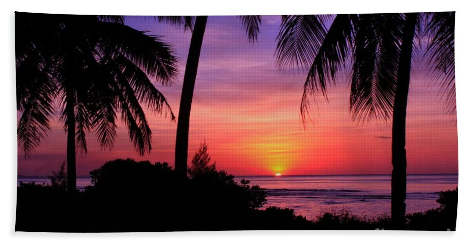 Beautiful-sunsets Hand Towel featuring the photograph Palm Tree Sunset In Paradise by Scott Cameron