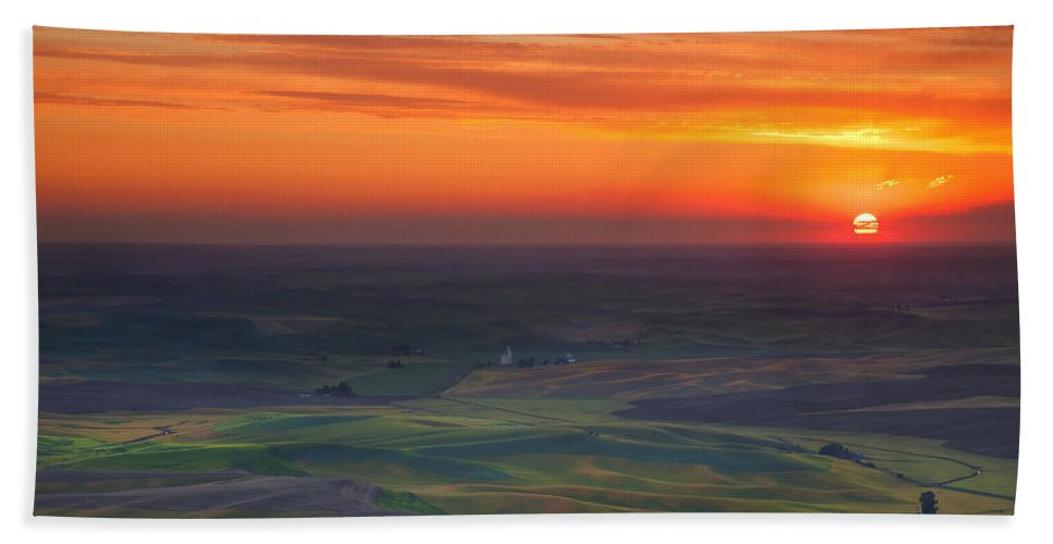 Palouse Hand Towel featuring the photograph Palouse Sunset by Mike Dawson