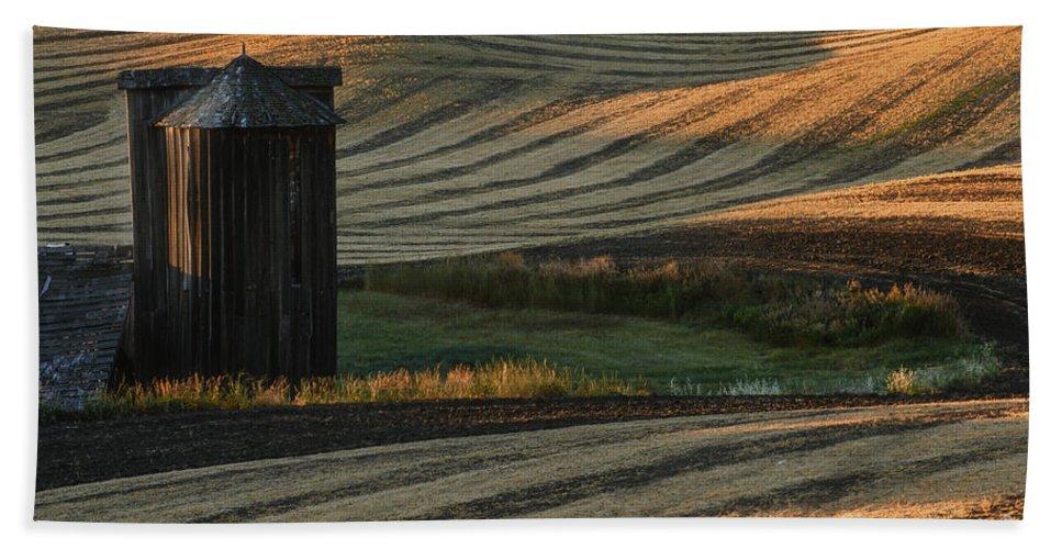 Landscape Bath Sheet featuring the photograph Palouse Sunset by Sandra Bronstein
