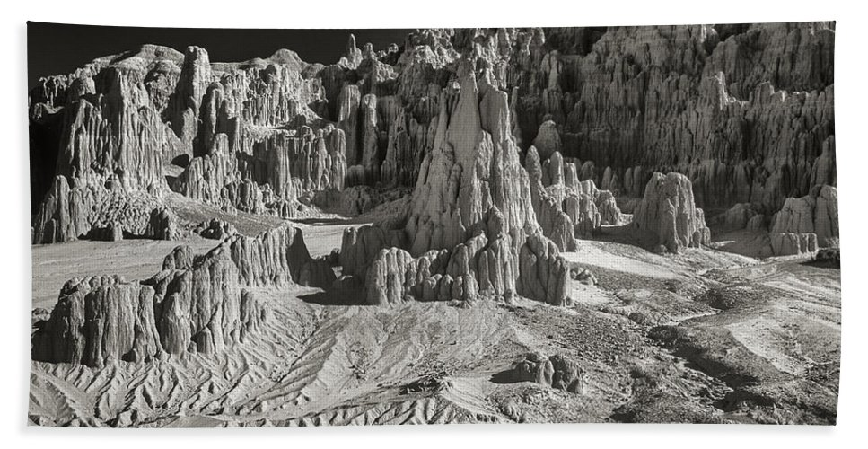 North America Bath Towel featuring the photograph Panaca Sandstone Formations In Black And White Nevada Landscape by Dave Welling