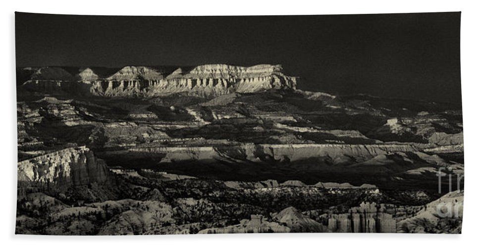 North America Bath Towel featuring the photograph Panorama Bryce Canyon Storm In Black And White by Dave Welling