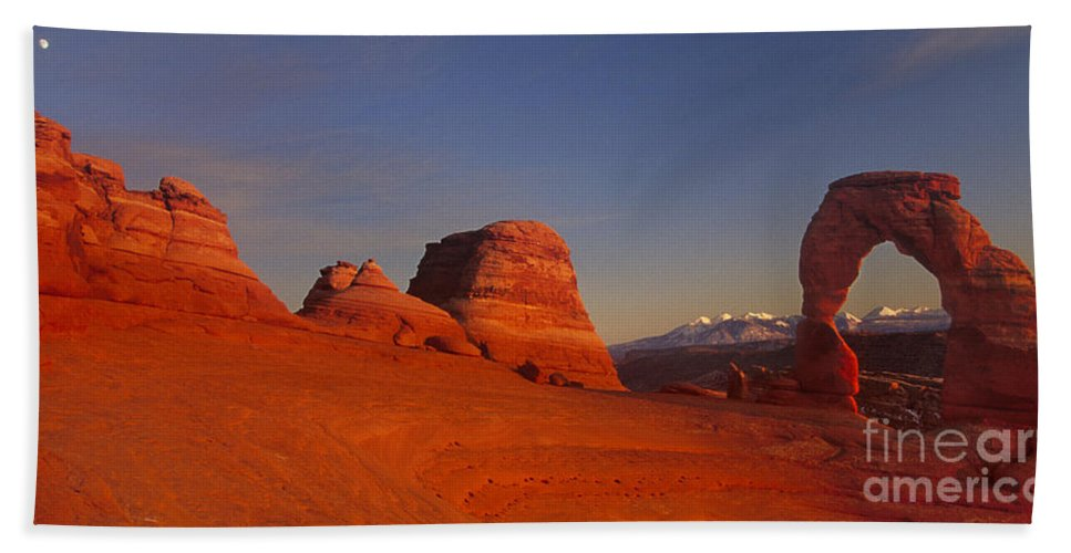 America Bath Towel featuring the photograph Panorama Moonrise Over Delicate Arch Arches National Park Utah by Dave Welling