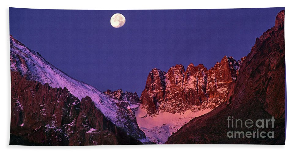 North America Hand Towel featuring the photograph Panorama Moonset Middle Palisades Glacier Eastern Sierras California by Dave Welling
