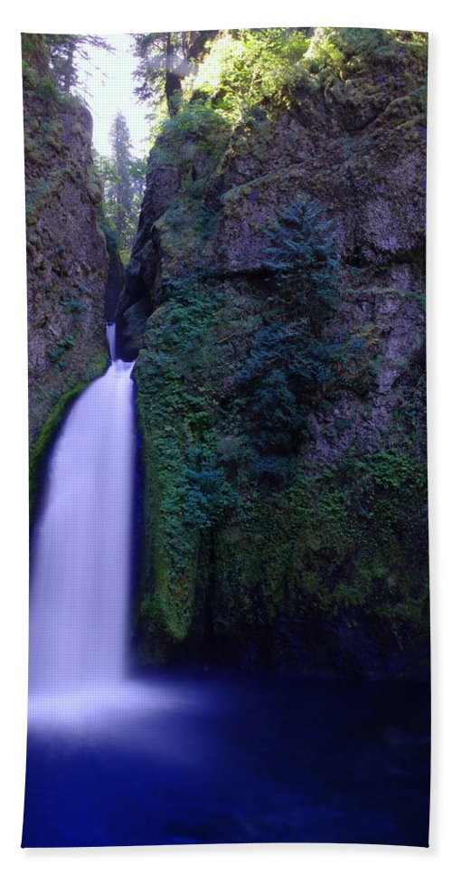 Waterfalls Hand Towel featuring the photograph Paradise Pours Wanclella Falls Oregon by Jeff Swan
