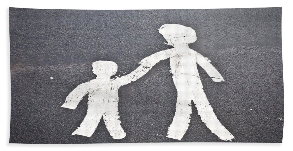 Apinted Bath Towel featuring the photograph Parent And Child Marking by Tom Gowanlock
