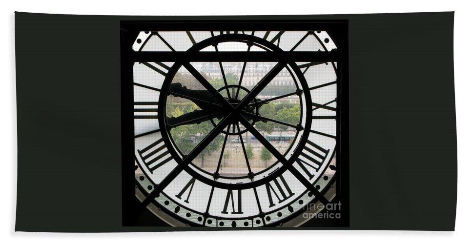 Clock Bath Towel featuring the photograph Paris Time by Ann Horn