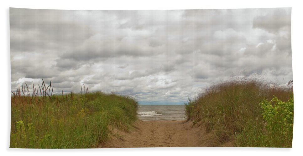 Landscape Bath Sheet featuring the photograph Path To The Beach 12058 by Guy Whiteley