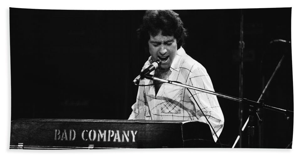 Paul Rodgers Bath Sheet featuring the photograph Bad Company Live In Spokane 1977 by Ben Upham
