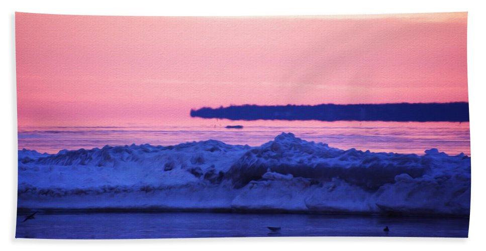 Pink Sky Bath Sheet featuring the photograph Peaceful by Tracy Winter