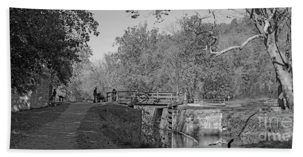 Autumn Bath Sheet featuring the photograph Pennyfield Lock Chesapeake And Ohio Canal by Thomas Marchessau