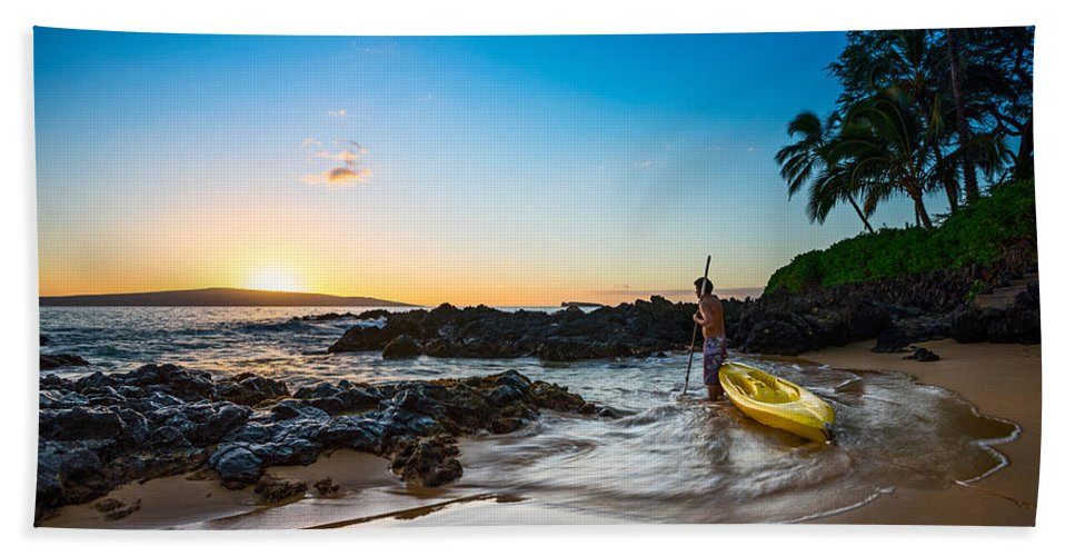 Secret Beach Hand Towel featuring the photograph Perfect Ending - Beautiful And Secluded Secret Beach In Maui by Jamie Pham