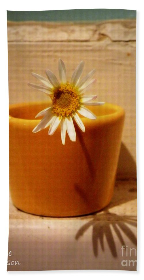 Daisy Hand Towel featuring the photograph Perfectly Imperfect by Lainie Wrightson