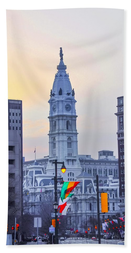 Philadelphia Hand Towel featuring the photograph Philadelphia Cityhall In The Morning by Bill Cannon