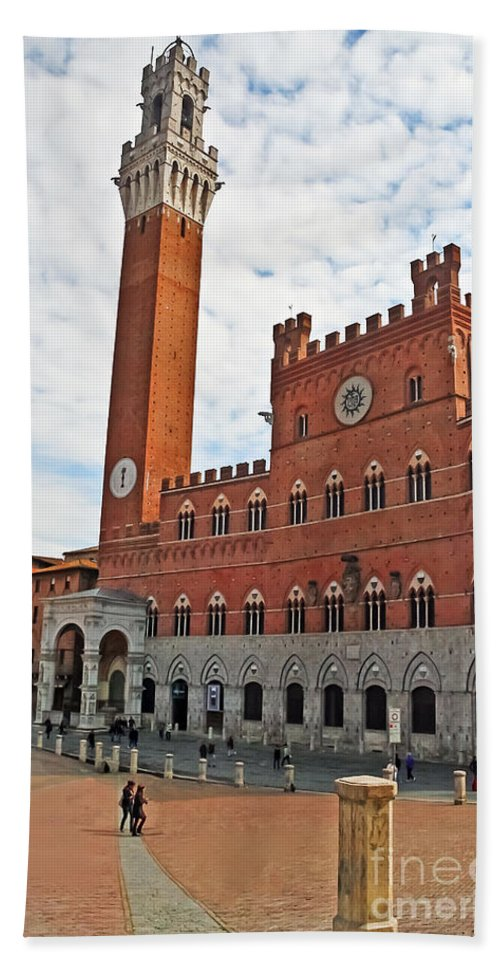 Travel Bath Sheet featuring the photograph Piazza Del Campo by Elvis Vaughn