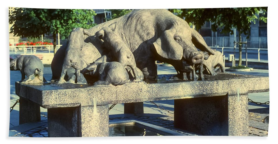 Grisebrønden Pig Well Aarhus Denmark Statue Statues Sculpture Sculptures Structure Structures Artwork Pigs Odds And Ends Hand Towel featuring the photograph Pig Well by Bob Phillips