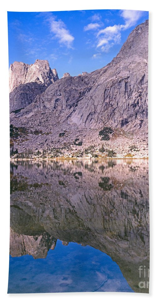 Pingora Peak Hand Towel featuring the photograph Pingora Peak On Lonesome Lake by Tracy Knauer