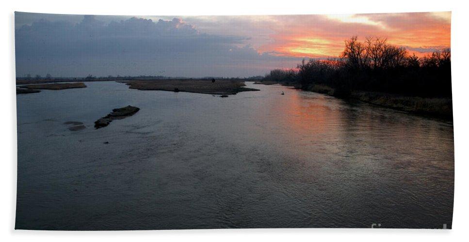 Landscape Hand Towel featuring the photograph Platte River, Nebraska by Mark Newman