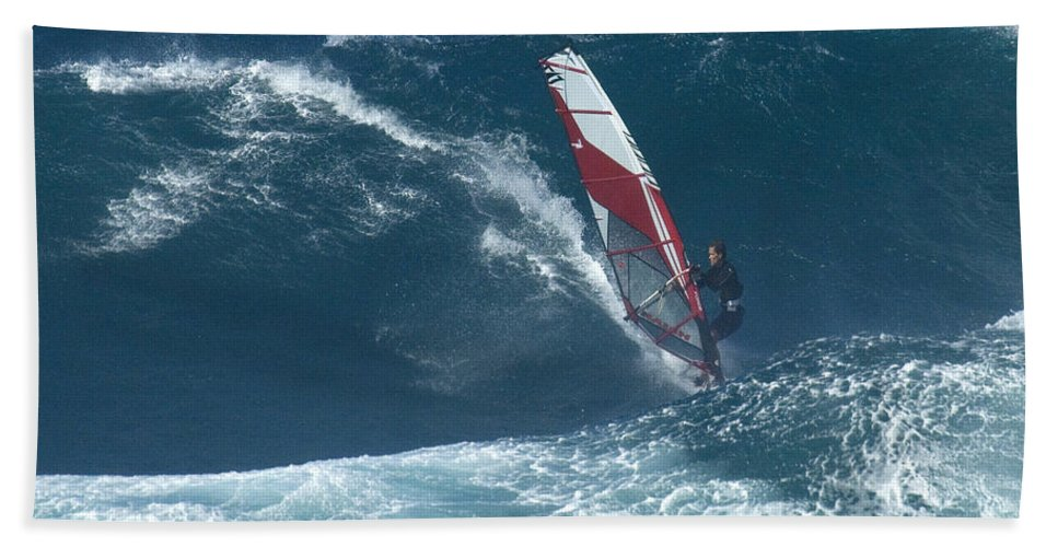 Extreme Sports Hand Towel featuring the photograph Playing With The Wind by Bob Christopher