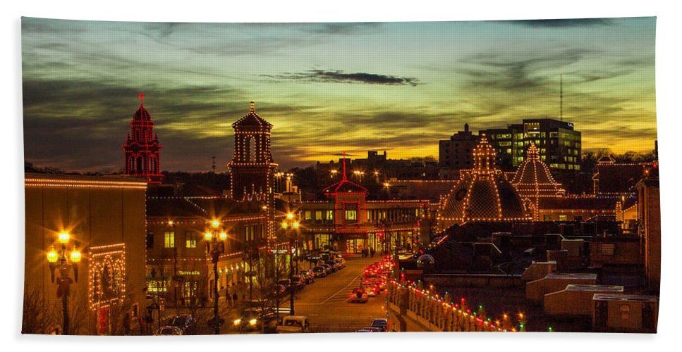 Steven Bateson Bath Towel featuring the photograph Plaza Lights At Sunset by Steven Bateson