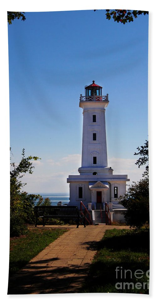 Lighthouse Bath Sheet featuring the photograph Point Abino Lighthouse Path by Darleen Stry
