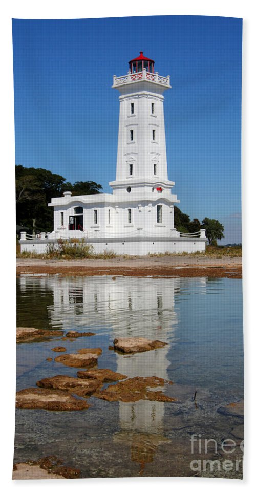 Lighthouse Bath Sheet featuring the photograph Point Abino Reflections by Darleen Stry