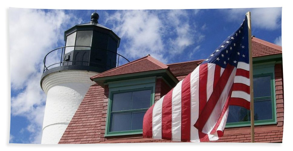 Invitation Hand Towel featuring the photograph Point Betsie Lighthouse With Flag by Laurie Eve Loftin