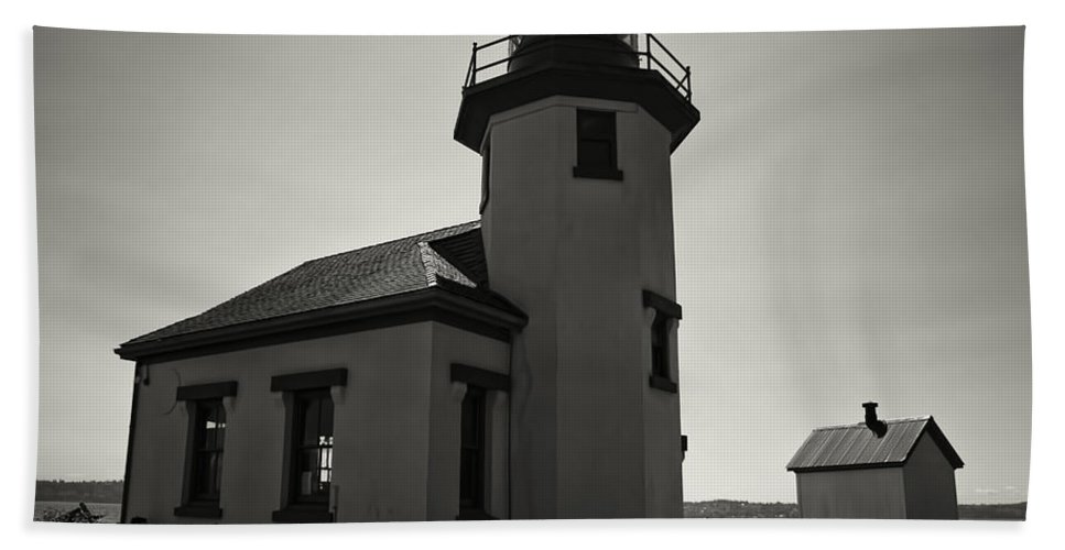 Bath Sheet featuring the photograph Point Robinson Lighthouse 2 by Cathy Anderson