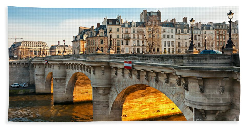 Architecture Bath Sheet featuring the photograph Pont Neu - Paris by Luciano Mortula