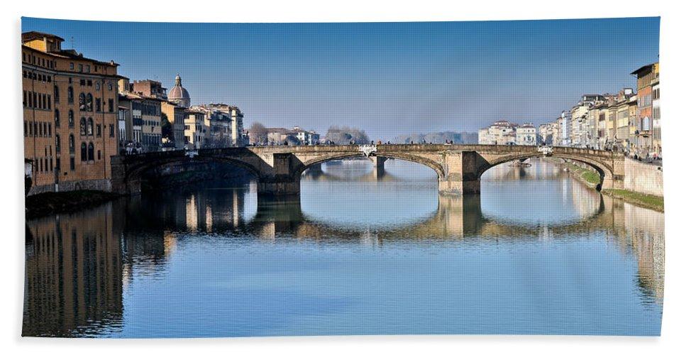 Arno Bath Sheet featuring the photograph Ponte Santa Trinita Florence Italy by Gary Eason