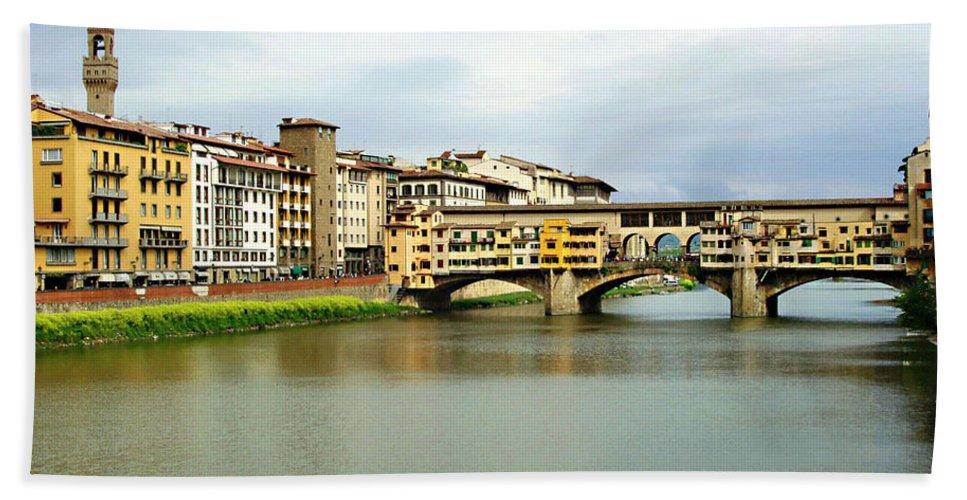 Ponte Vecchio Bath Towel featuring the photograph Ponte Vecchio 1 by Ellen Henneke