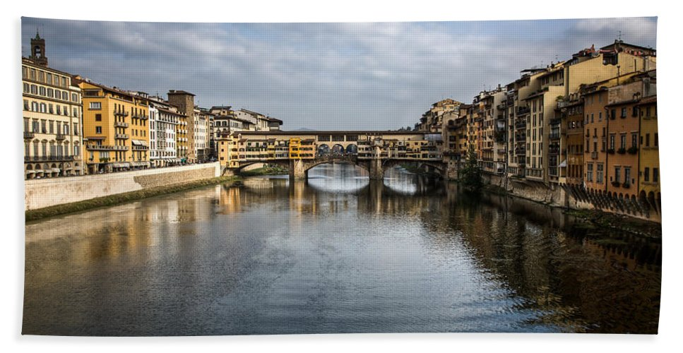 Italy Bath Towel featuring the photograph Ponte Vecchio by Dave Bowman