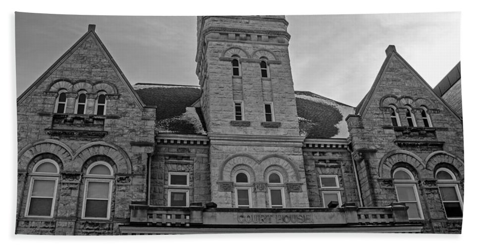 Court House Hand Towel featuring the photograph Port Washington Court House by Susan McMenamin