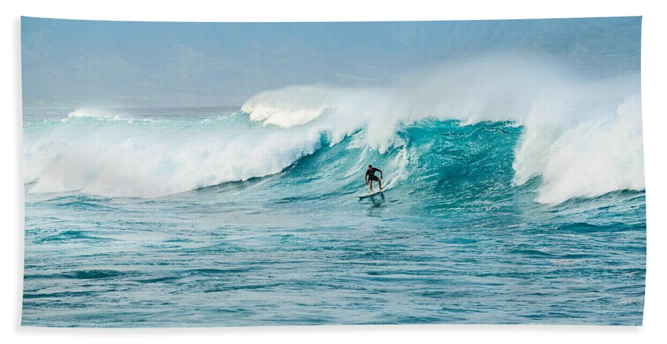 Hookipa Beach Bath Sheet featuring the photograph Power Thru by Jamie Pham