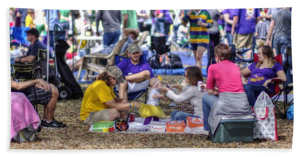 Mardi Gras Hand Towel featuring the photograph Prepping For Endymion by William Morgan