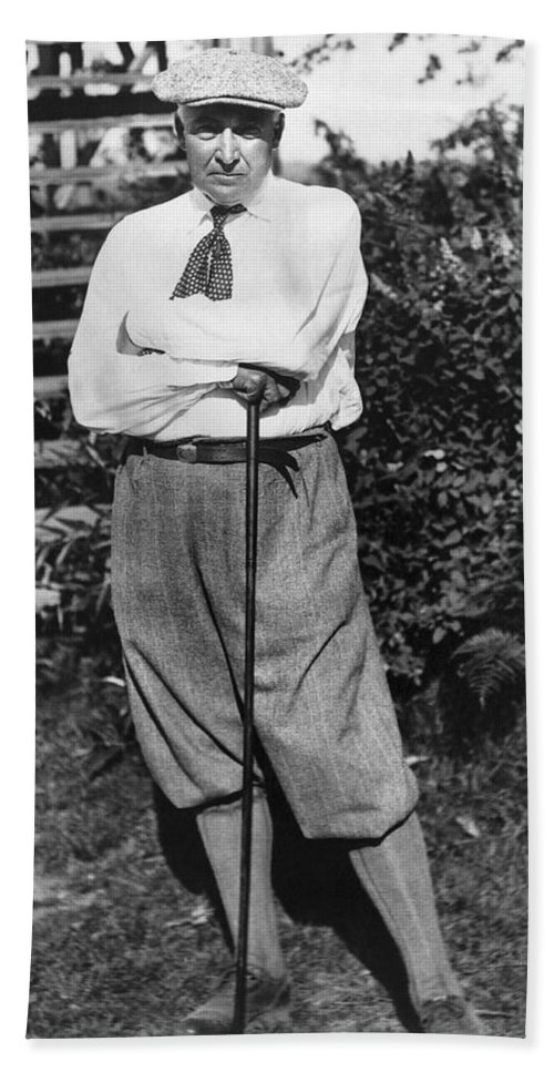 1922 Hand Towel featuring the photograph President Harding Playing Golf by Underwood Archives