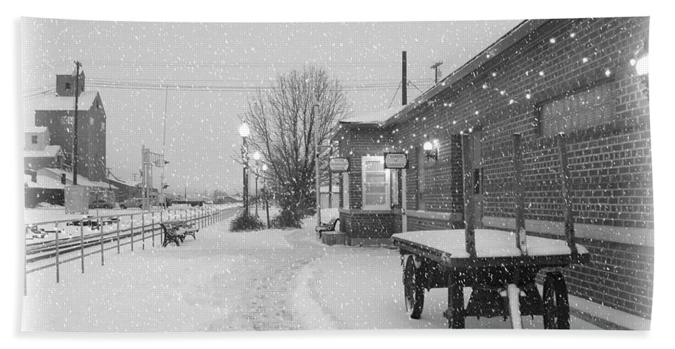 Winter Hand Towel featuring the photograph Prosser Winter Train Station by Carol Groenen