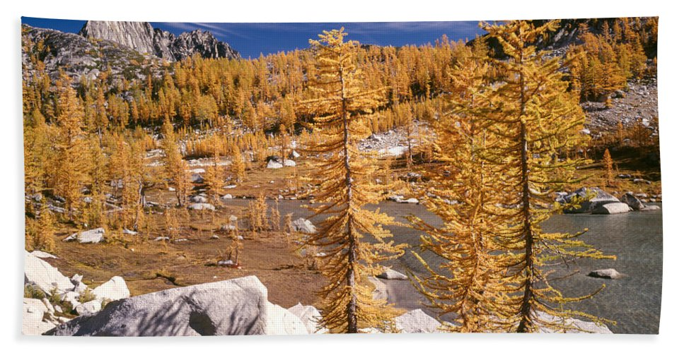 Alpine Lakes Wilderness Hand Towel featuring the photograph Prusik Peak Above Larch Grove by Tracy Knauer