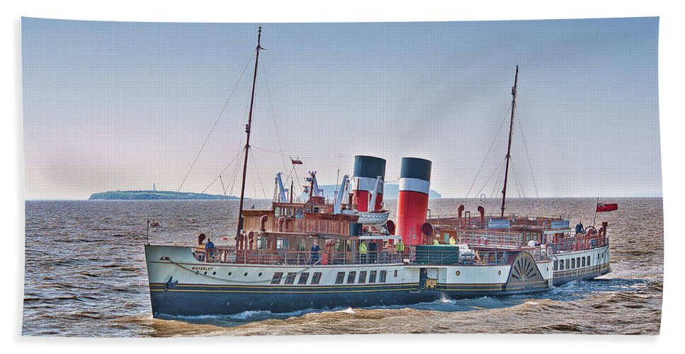 The Waverley Paddle Steamer Bath Sheet featuring the photograph Ps Waverley Approaching Penarth by Steve Purnell