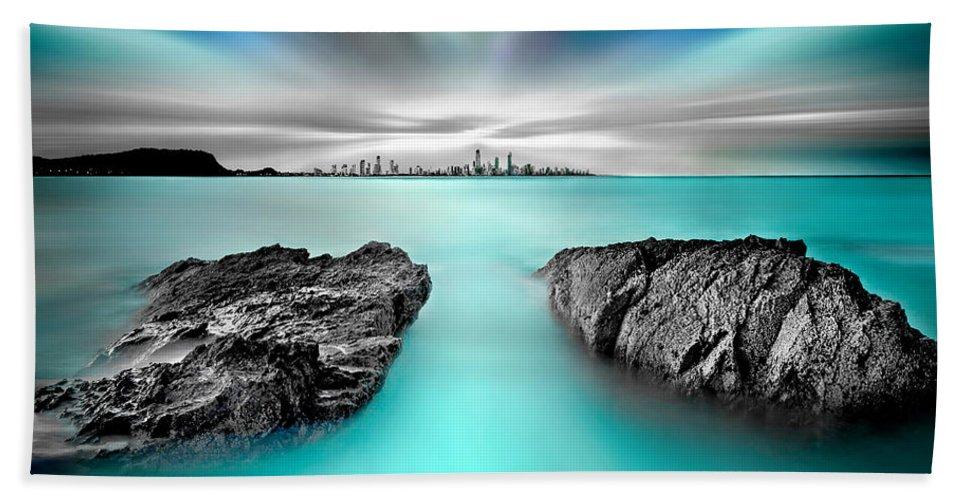 Gold Coast Bath Towel featuring the photograph Quantum Divide by Az Jackson