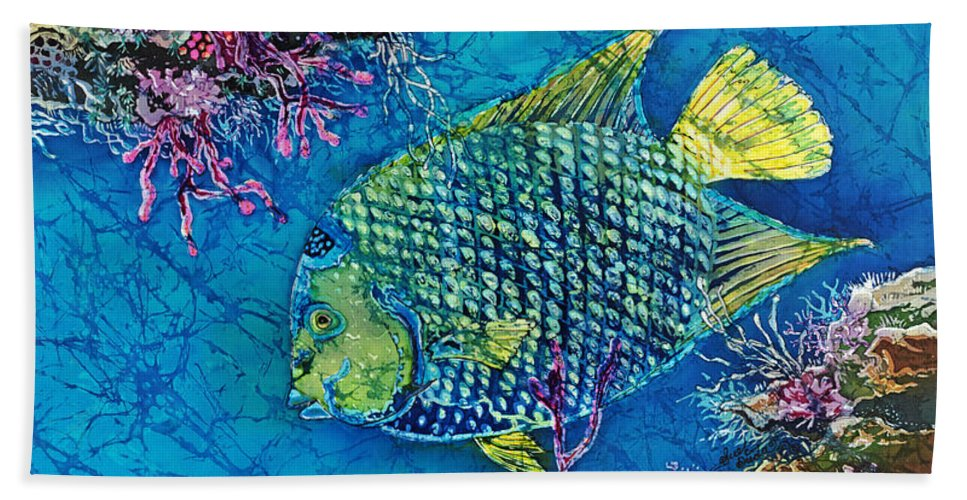 Angelfish Hand Towel featuring the painting Queen Of The Sea by Sue Duda