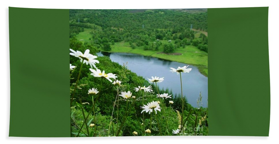 Daisies Hand Towel featuring the photograph White Daisies At Queen's View 2 by Joan-Violet Stretch