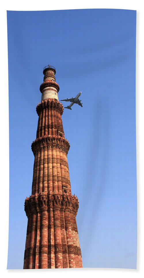India Hand Towel featuring the photograph Qutab Minar Minaret - New Delhi - India by Aidan Moran