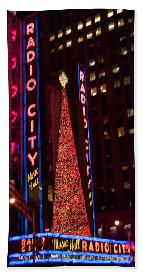 Radio City Music Hall Bath Sheet featuring the photograph Radio City At Christmas by Steve Purnell