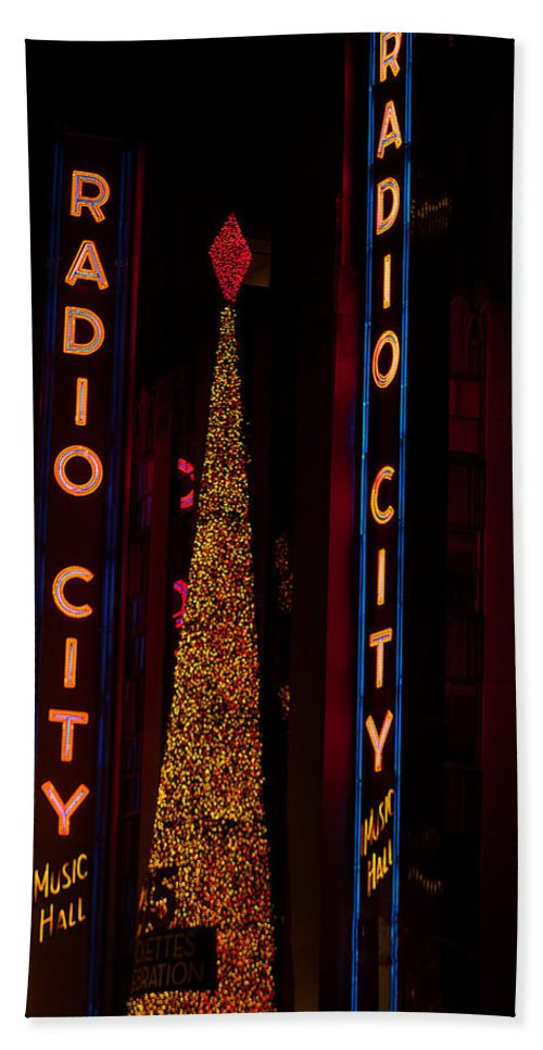 """""""new York City"""" Hand Towel featuring the photograph Radio City Christmas by Paul Mangold"""