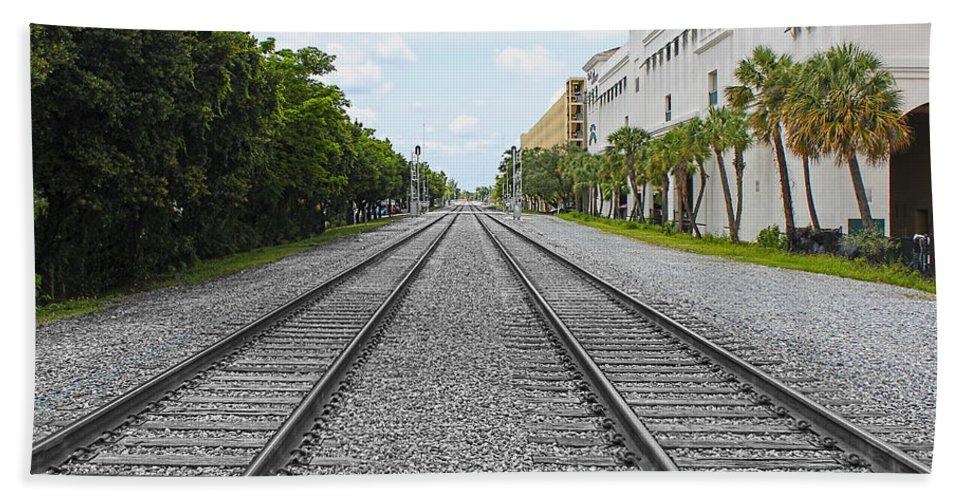 Railroad Hand Towel featuring the photograph Railroad Tracks by Carlos Diaz