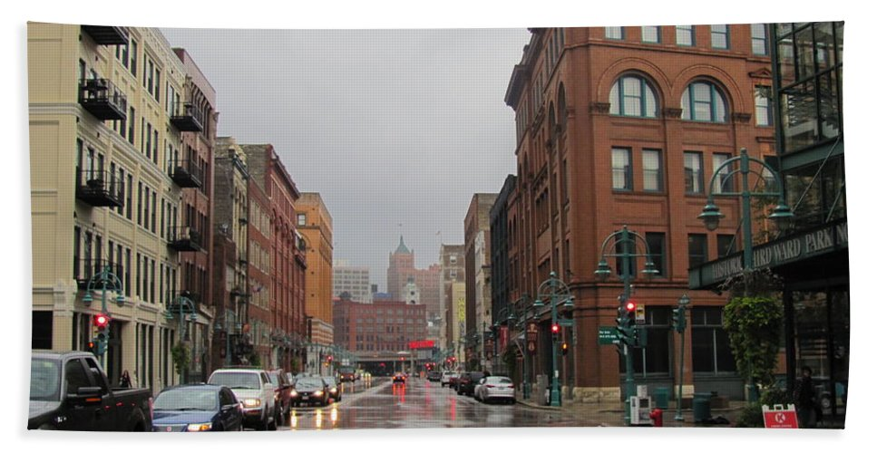 Milwaukee Bath Sheet featuring the photograph Rain On Water Street 1 by Anita Burgermeister